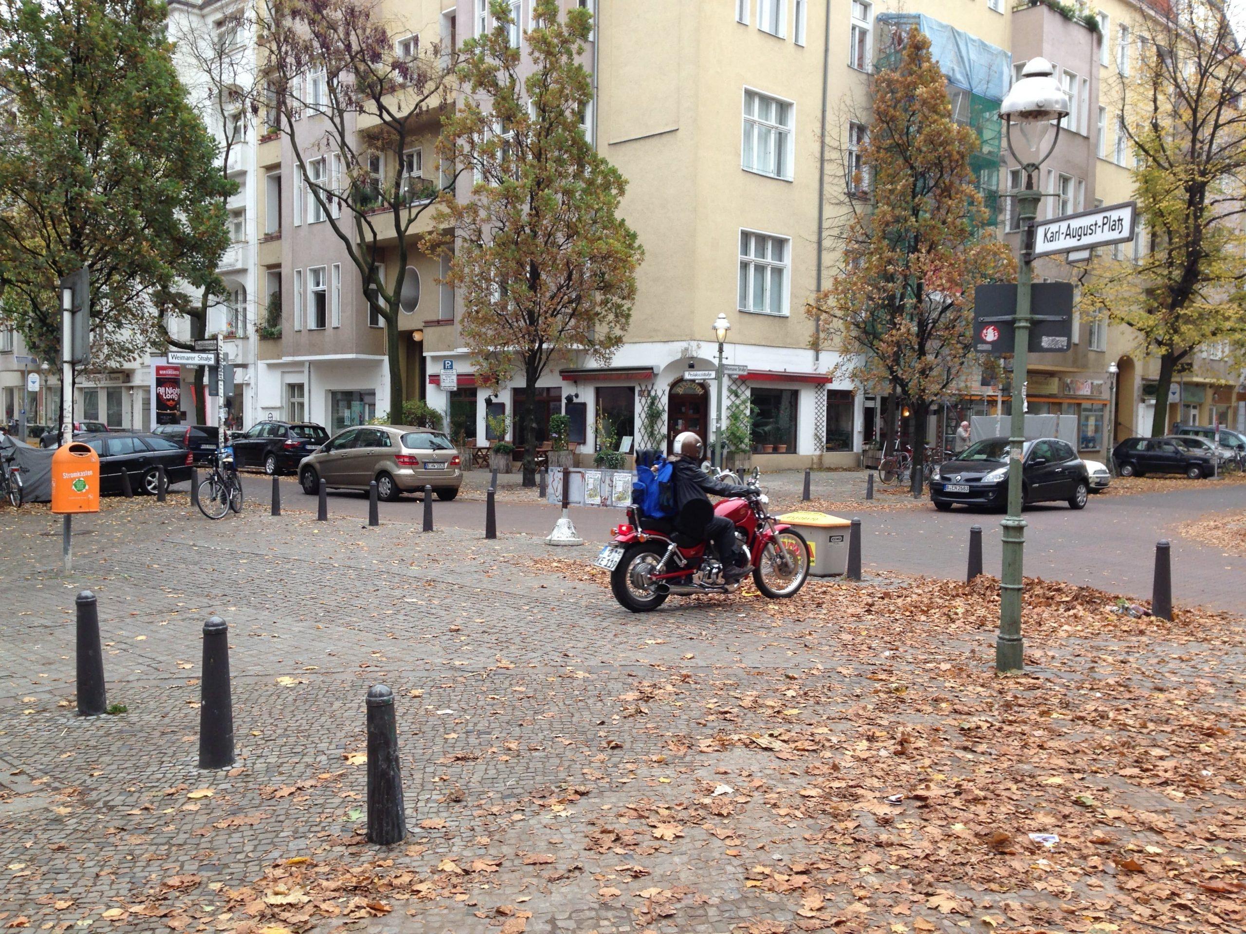 Motorrad auf dem Karl-August-Platz