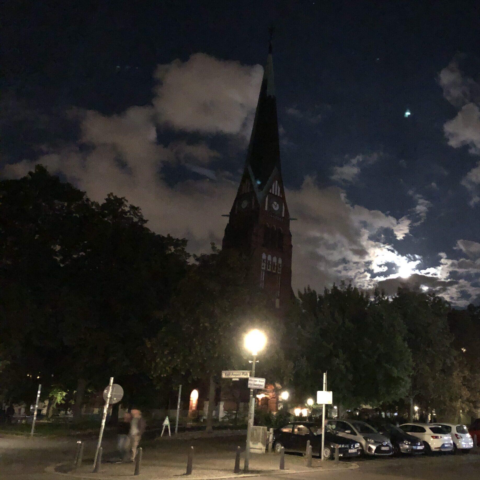 Trinitatis-Kirche bei Nacht