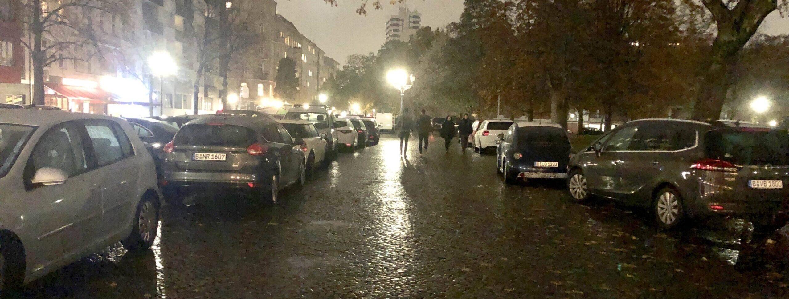 Karl-August-Platz vollgeparkt