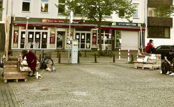 Karl-August-Platz um Sitzecke erweitert